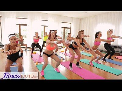 La Sala De Fitnes Face Sex Si Se Cupleaza Intre Ele
