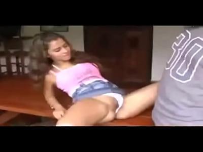 Adolescente brasilea sometida una polla - servipornocom