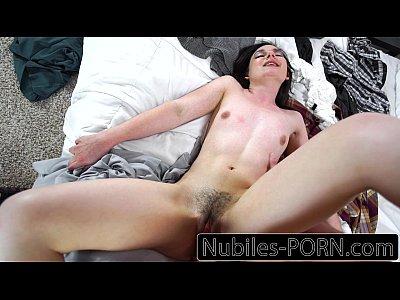 Nubiles porn - su primera gran polla joven aficionado a la