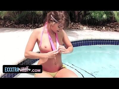 Exxxtrasmall petite adolescente atrapado y follada por su vecino