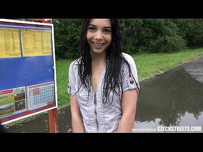 Hermosa checa adolescente engañado bf por dinero en efectivo