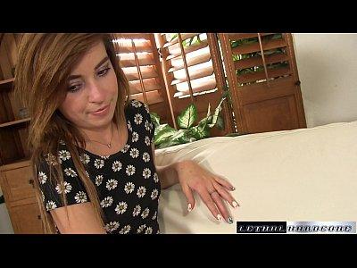 Kylie habla con el medio-hermano de sobre cómo hacer que los chorros coño