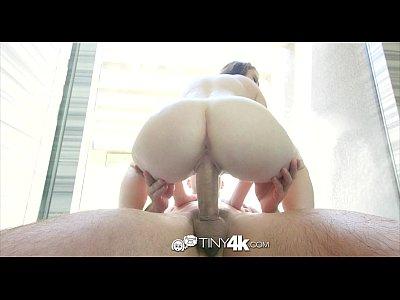 Tiny4k - pequeña pelirroja karlie brooks golpeó duro en la ducha