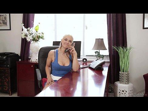 Filme Porno Cu Romance Grase Care Se Fut Si Sug Pula Matura Tatoasa