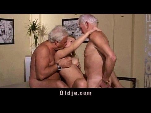 Doii Pensionari Batrani Fut O Curva Care Sa Le Ia Pensile