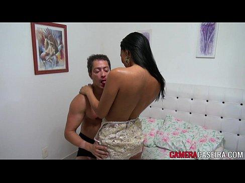 Morena safadinha dando a buceta e fazendo um 69