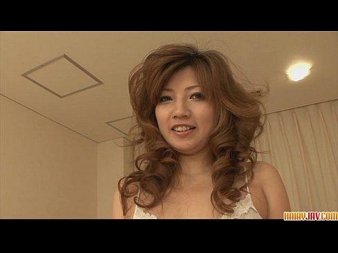Imagen video Linda japonesa disfrutando de su dedeo mojando su vulva
