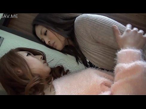牧野遥出演の接吻無料熟女動画。瀧澤まいと牧野遥と濃密レズビアンで指マン...
