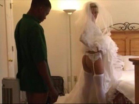 Невеста разрешила бывшему чернокожему любовнику трахнуть себя в жопу