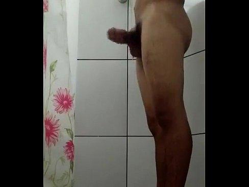 novinho do interior batendo uma no banho 2 min