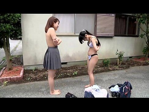 野外にて、JKの無料jukujyo動画。同級生JKたちが野外野球拳して...