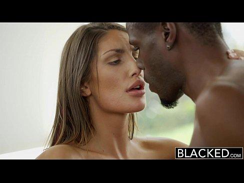 Videos Porno Video porno moreninha sapeca dando a xoxota com prazer
