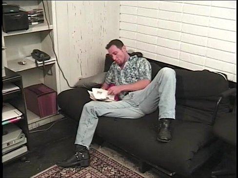 Mc safado fazendo pornô com seu amigo gay no sofá