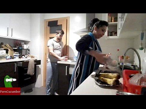 Дрочит папе на кухне фото 416-875