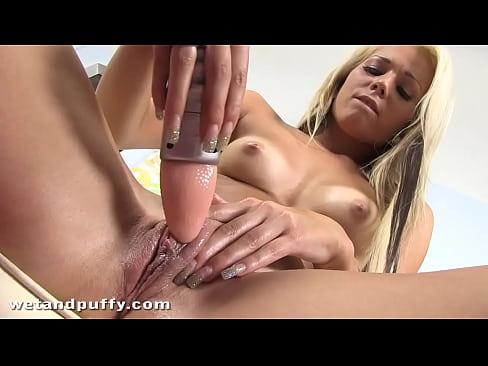 Супер мастурбация красотки блондинки