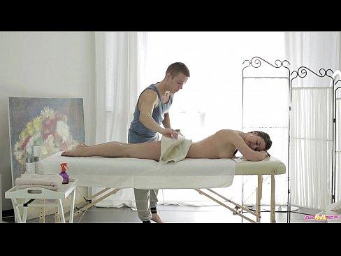 Videos de Sexo Porno fudendo com o massagista