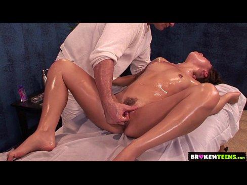 Брюнетка получила супер массаж и супер секс