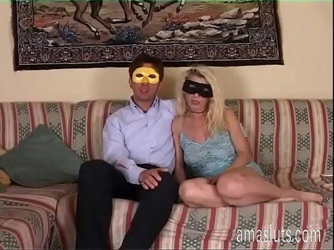 Blonda Buna Tare  E Rupta In Gura De Un Gay