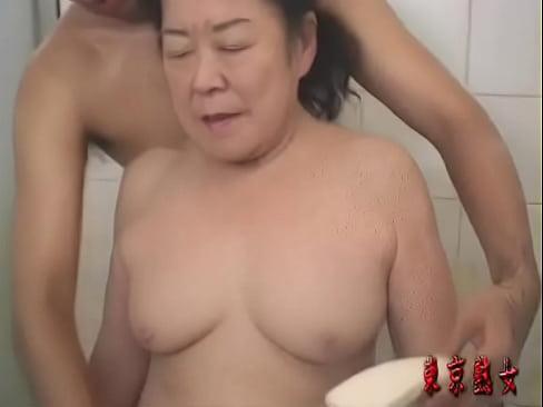 【閲覧注意】還暦過ぎた六十路の高齢熟女のお婆ちゃんにガン突きハメ撮り!...