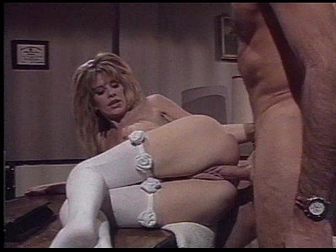 Молодая медсестра блондинка готова выполнить любую прихоть доктора
