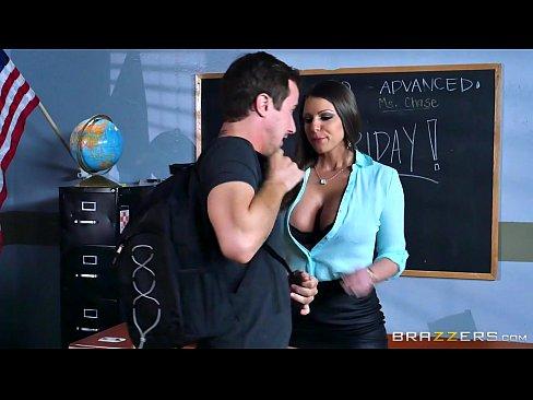 Professora assediando seu aluno para foder