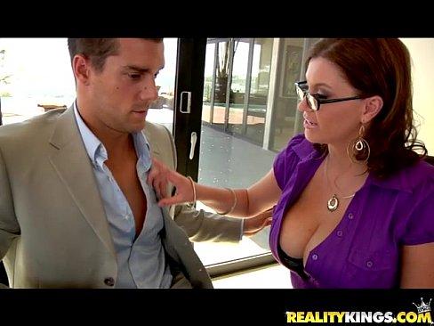 Videos de Sexo Video porno secretaria madura peituda fodendo