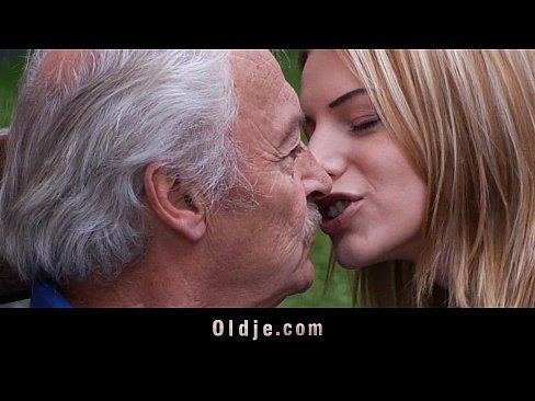 http://img-egc.xvideos.com/videos/thumbslll/d0/0e/7f/d00e7f6da089ff15f313b55dba124723/d00e7f6da089ff15f313b55dba124723.9.jpg
