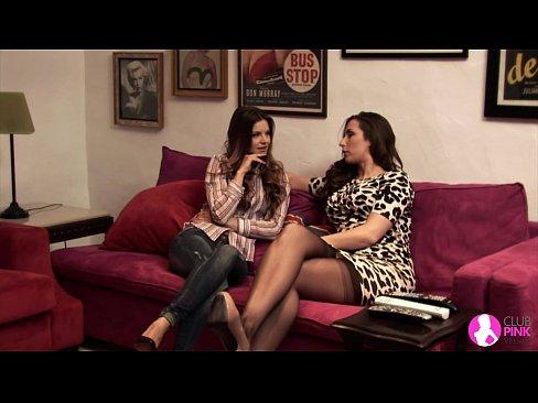 Videos de Sexo Video completo amigas se pegando no sofa de c...