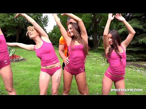 Imagen Partiendole El Culo A Dos Alumnas De Aerobics