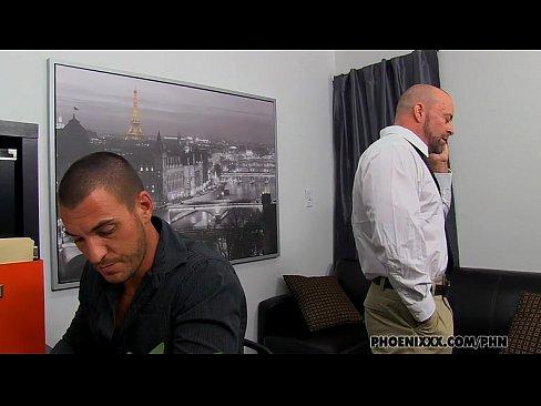 Machos em video porno gay fodendo em serviço