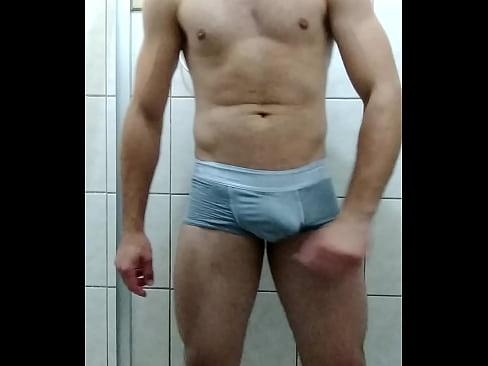 Gostoso safado batendo até gozar – gay cumshot 6 min