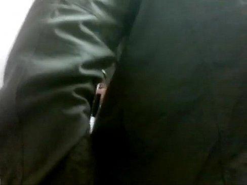 Flagra de homens transando no banheiro do posto