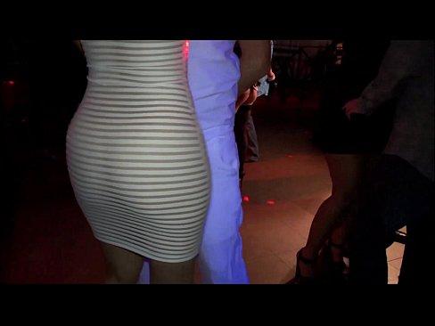 Filme Porno In Club Doua Animatoare Bete Se Apuca Sa Suga Pula Unui Barbat In Vazul Tuturor